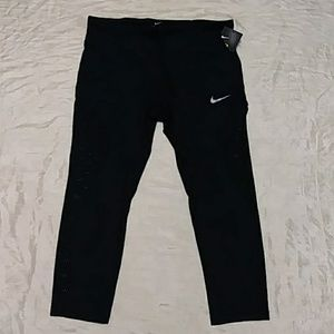 Nike Power Dri Fit 3/4 Cropped Leggings